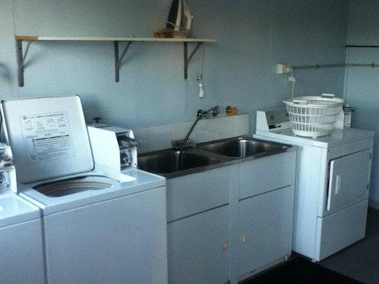 Port Elliot Beach House YHA: Laundry Area - Port Elliot Beach House
