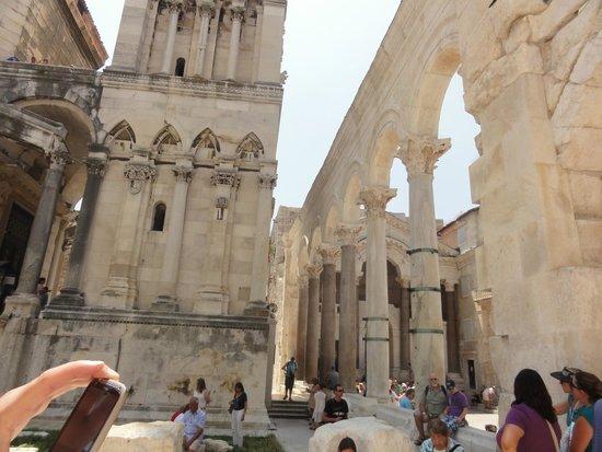 Palais de Dioclétien : Ancient times....amazing to us Americans...