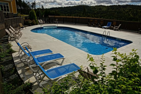 The Wilds at Salmonier River Hotel Rooms & Suites: Our pool. Come for a dip!