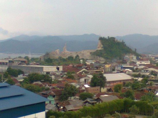 Hotel Novotel Lampung: foto diambil dari teras blakang hotel,