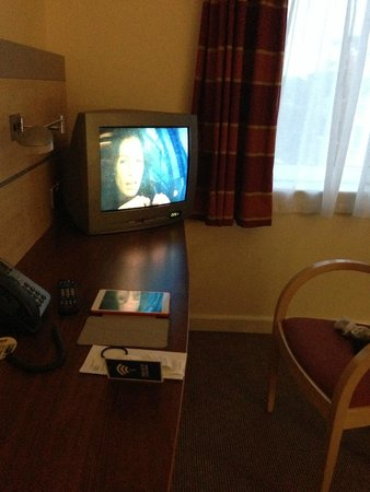Holiday Inn Express Dublin Airport: Old TV, but it was fine for a night