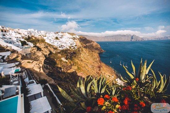 Andronis Luxury Suites: Виды из отеля на Кальдеру абсолютно потрясающие!
