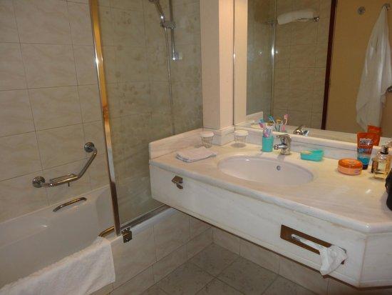 Hotel Mediterranean : salle d'eau côté cour