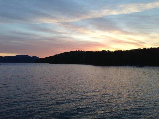 Jocassee Lake Tours: sunset tour
