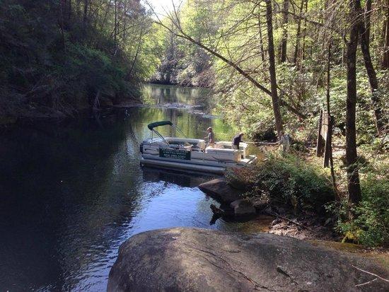 Jocassee Lake Tours : pontoon dropping us at trailhead