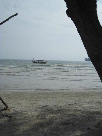 Tamu Hotel : Utsikt från stranden