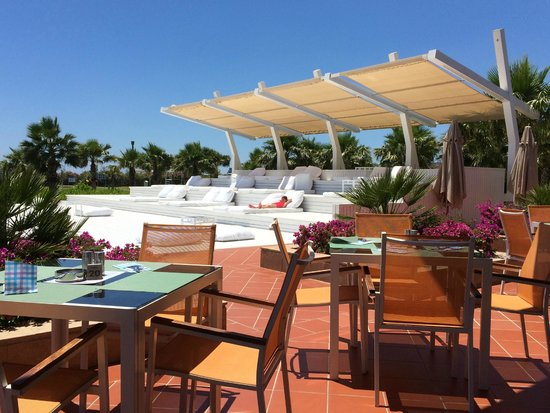 Hilton Dalaman Sarigerme Resort & Spa: Here is the ideal after lunch place to chill in the shade