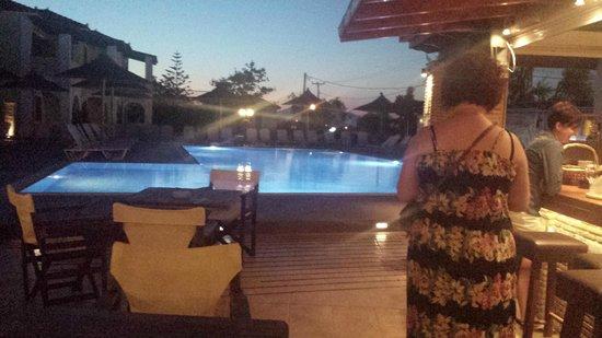 Mediterranee Hotel: pool at night