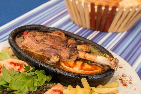 Zeytin Restaurant: Braised lamb shank in meat sauce