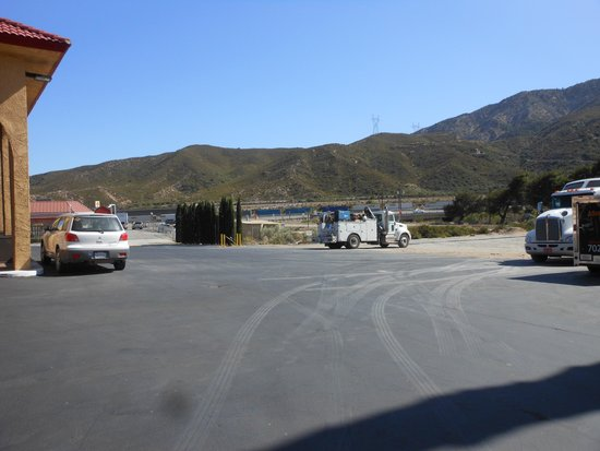 BEST WESTERN Cajon Pass: Oversize Vehicle Parking