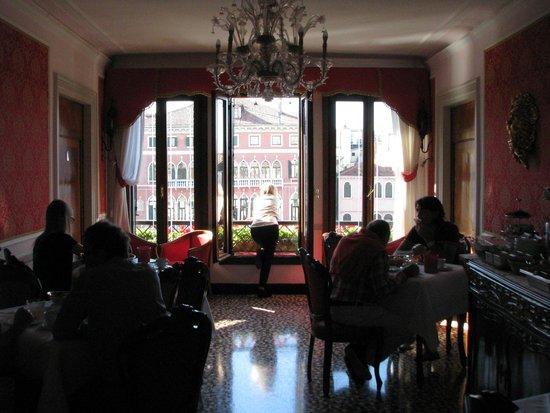 """Antica Locanda Sturion"" Residenza d'Epoca : Morning in the breakfast room"