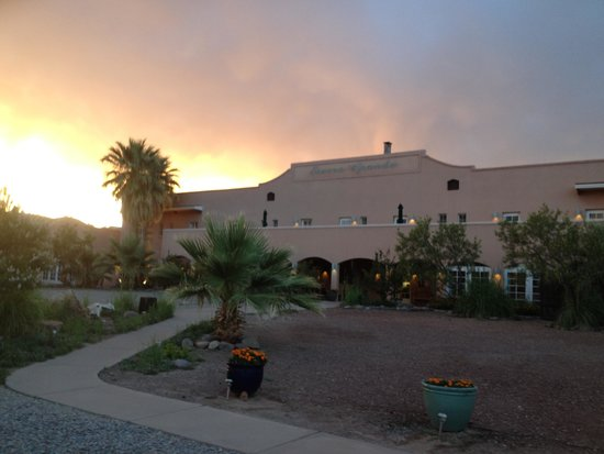 Sierra Grande Lodge & Spa: Thundery evening