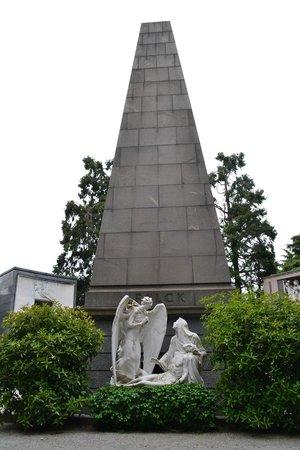 Cimetière Monumental : -