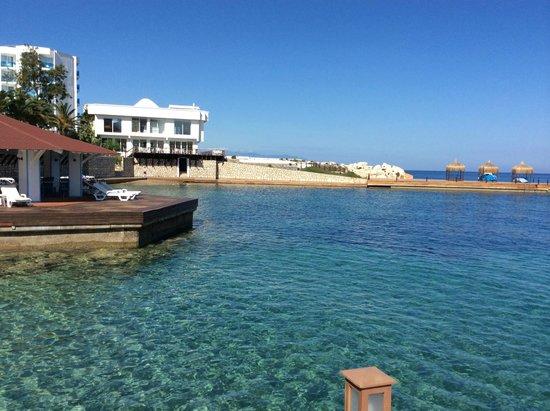 Imbat Hotel: Вид с пирса на соседний отель