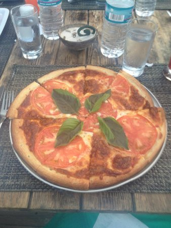 The Beach House Restaurant and Tapas Bar : Margherita Pizza- crust was perfect