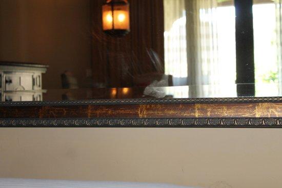 Omni Scottsdale Resort & Spa at Montelucia: hand print on mirror