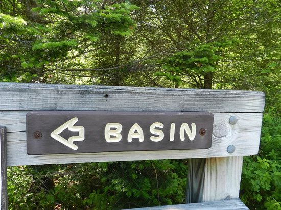 The Basin at Franconia Notch State Park : Sign at the top of the trail