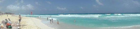 Crown Paradise Club Cancun: Playa!