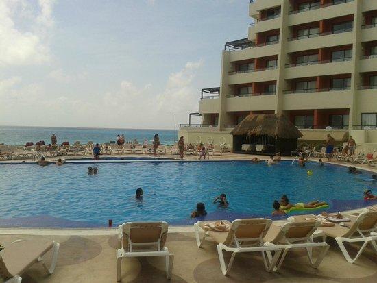 Crown Paradise Club Cancun: Piscina!