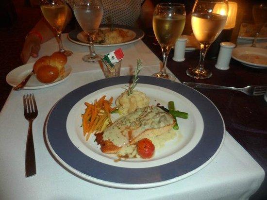 Crown Paradise Club Cancun: Rica comida francesa!