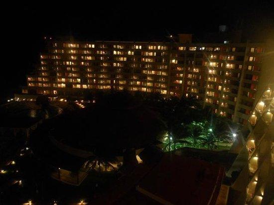 Crown Paradise Club Cancun: Vista nocturna!