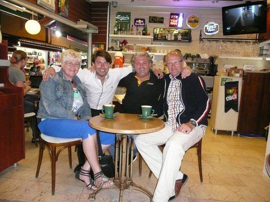 Dedem K. Restaurant: Met Mustafa en Serkan