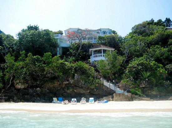 Silver Sands Vacation Villas: View of the house from the beach