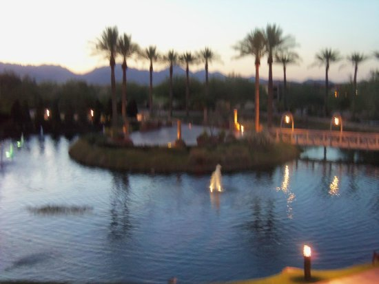 JW Marriott Desert Ridge Resort & Spa Phoenix: Early morning sunrise behind mountains