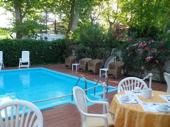 Hotel Athena : colazione a bordo piscina (posti limitati!)