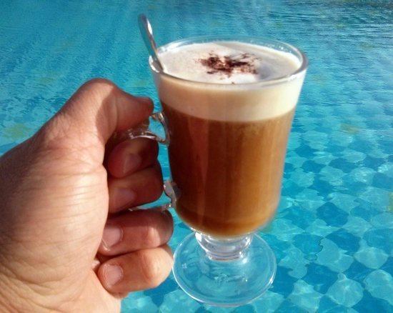 Three Corners Rihana Resort : Irish Coffee en all inclusive à la piscine