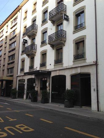 Eastwest Hotel : Фасад отеля