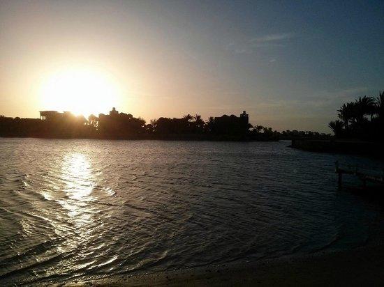 Three Corners Rihana Resort : Le long du lagon au lever du soleil