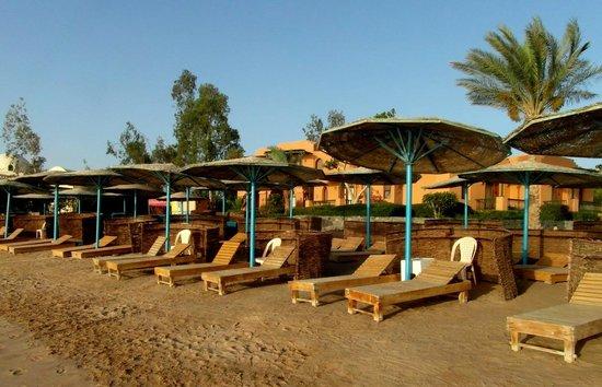 Three Corners Rihana Resort: Au bord du lagon le long de l'hôtel
