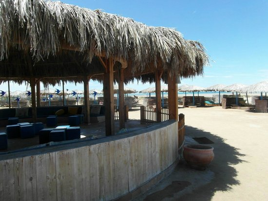 Three Corners Rihana Resort: Plage à l'extérieur du site, accessible en minibus