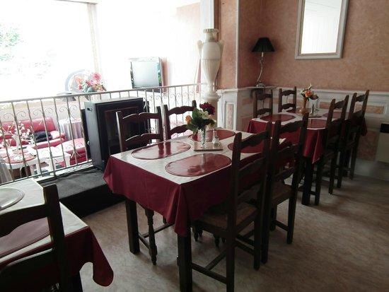 Hôtel Chalet Saint Louis : salle du petit déjeûner