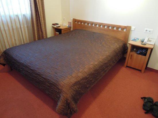Riverside Hotel: bed