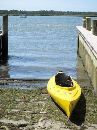 Snug Harbor Marina and Cottages: Snug Harbor Canoe / Kayak Launch