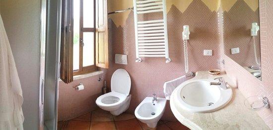 Santa Maria Resort: Bagno della stanza 211