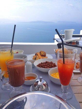 Andronis Luxury Suites: Завтрак чудесен)