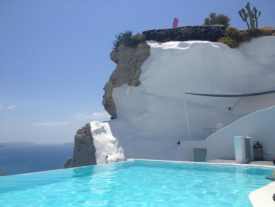 Andronis Luxury Suites: Бассейн/площадка/море
