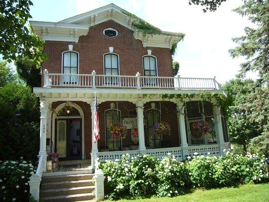 Pratt-Taber Inn: Front view