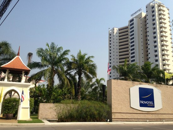 Novotel Hua Hin Cha Am Beach Resort and Spa: ทางเข้าหน้าโรงแรม ดูดี