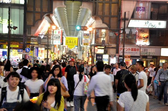 Shinsaibashi : Look at the crowd, and it's not even weekend.