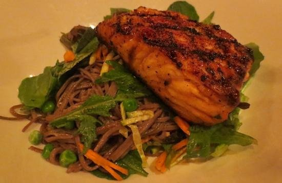 Johnny's Tavern : Citrus Salmon with soba noodles