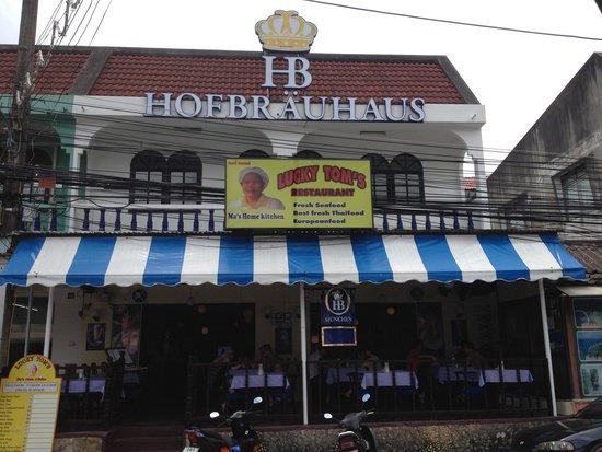 Lucky Tom's : Accross  the old restaurant
