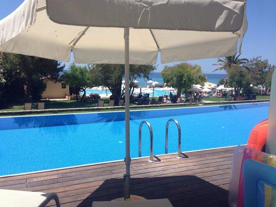 lti Louis Grand Hotel : Beautiful swim up pool