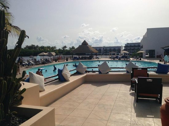 Club Med Cancun Yucatan: Très grande piscine