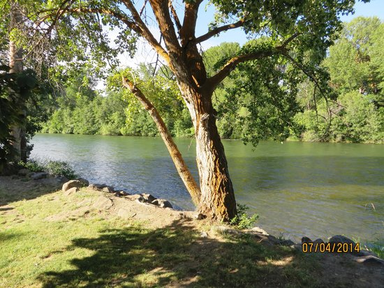 Ellensburg KOA: our river front lot