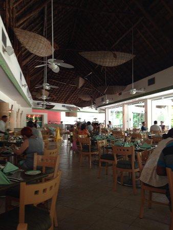 Grand Park Royal Cozumel: Restaurant Buffet