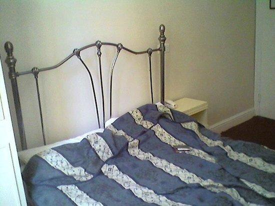 Blair Victoria Hotel: Room 2 - Bed